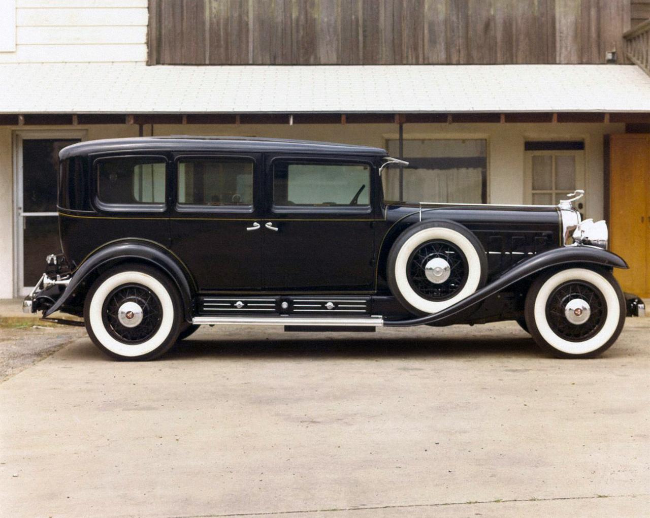 1280x1020 > 1930 Cadillac V16 Imperial Sedan Wallpapers