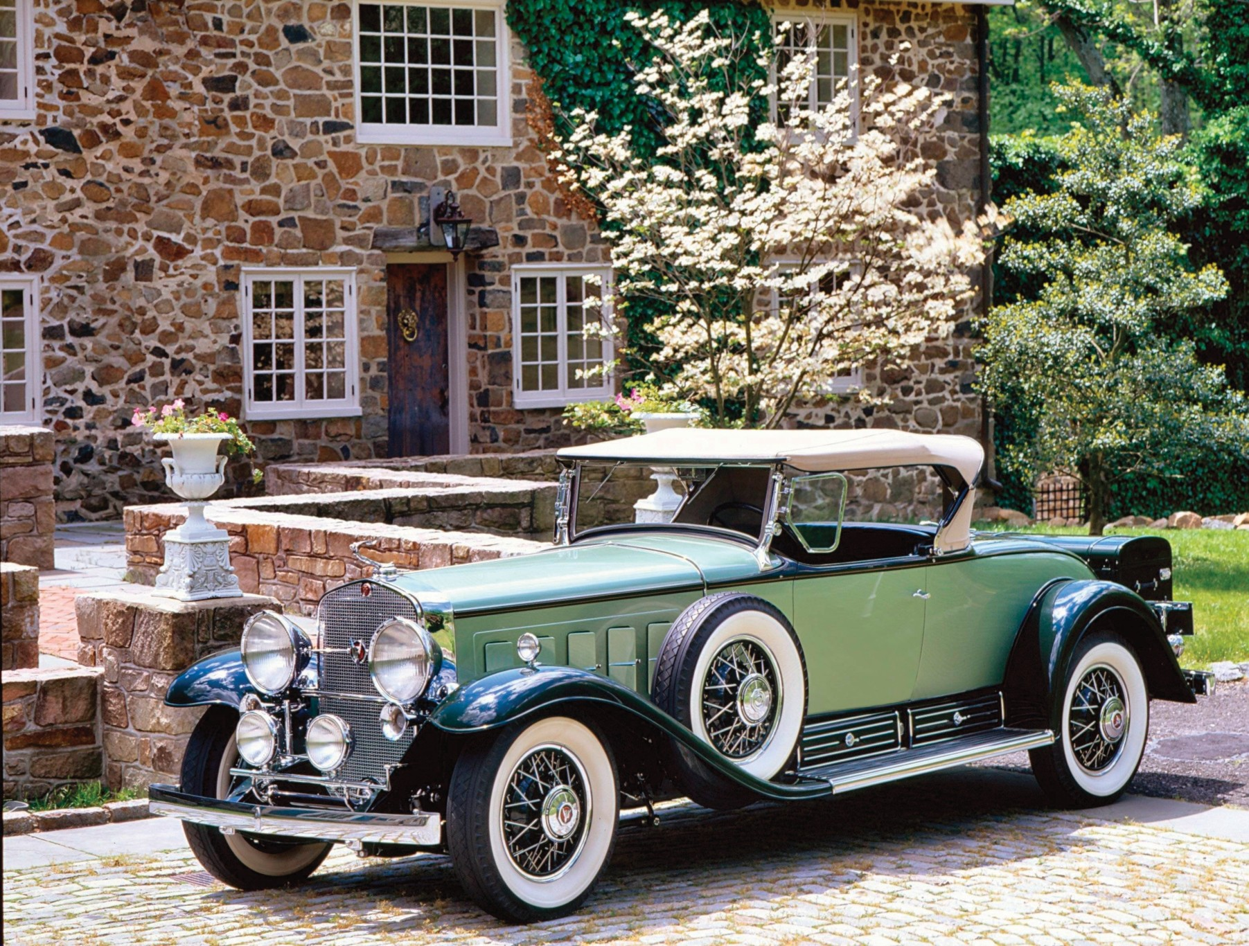 1803x1366 > 1930 Cadillac V16 Roadster Wallpapers