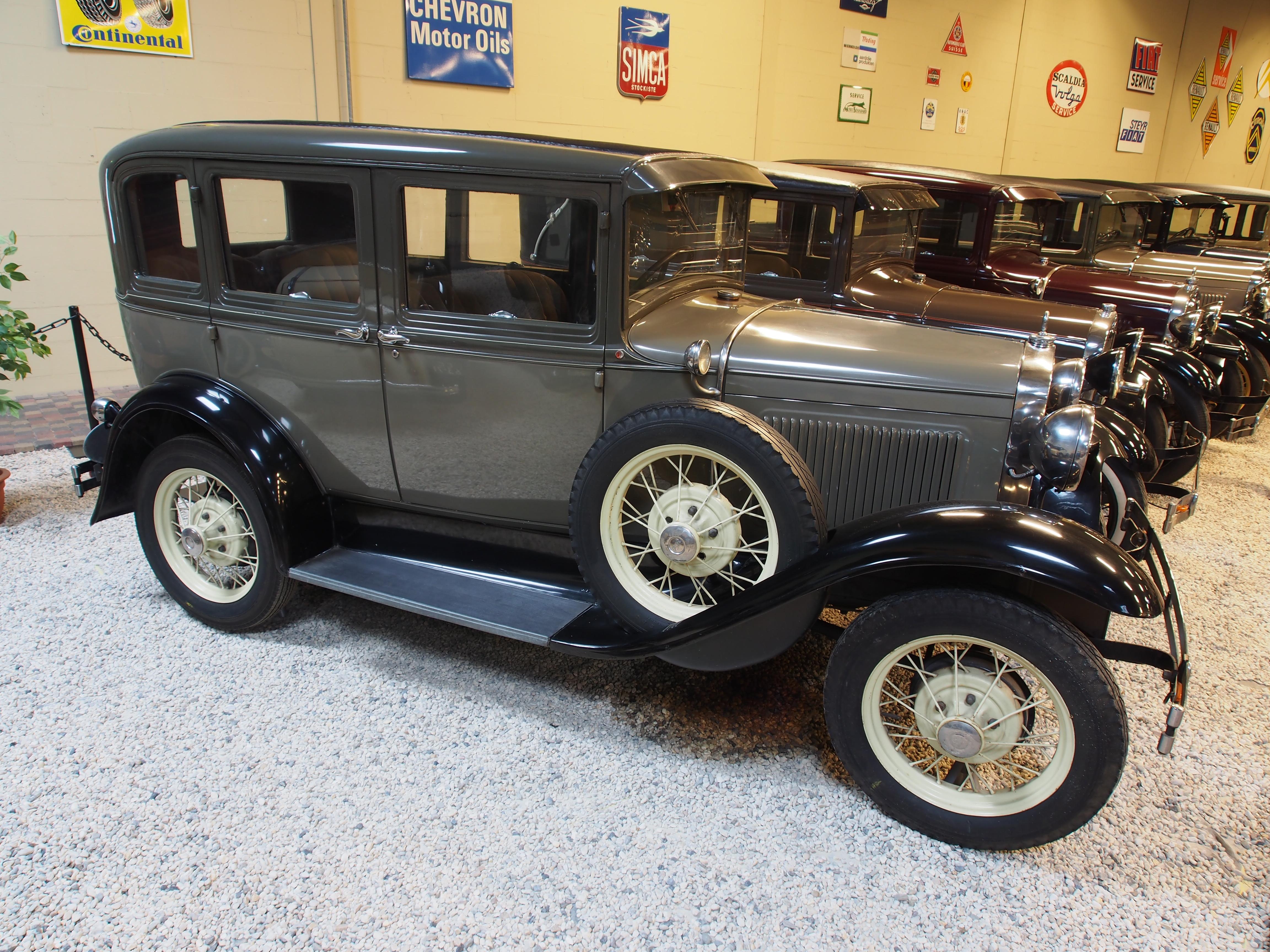 4608x3456 > 1930 Ford Sedan Wallpapers
