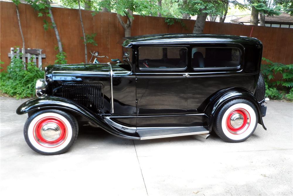 High Resolution Wallpaper | 1930 Ford Sedan 1000x667 px