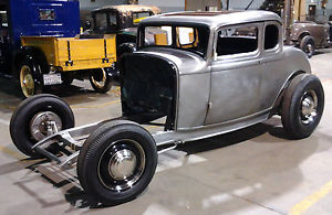 300x195 > 1932 Ford Five Window Coupe Wallpapers