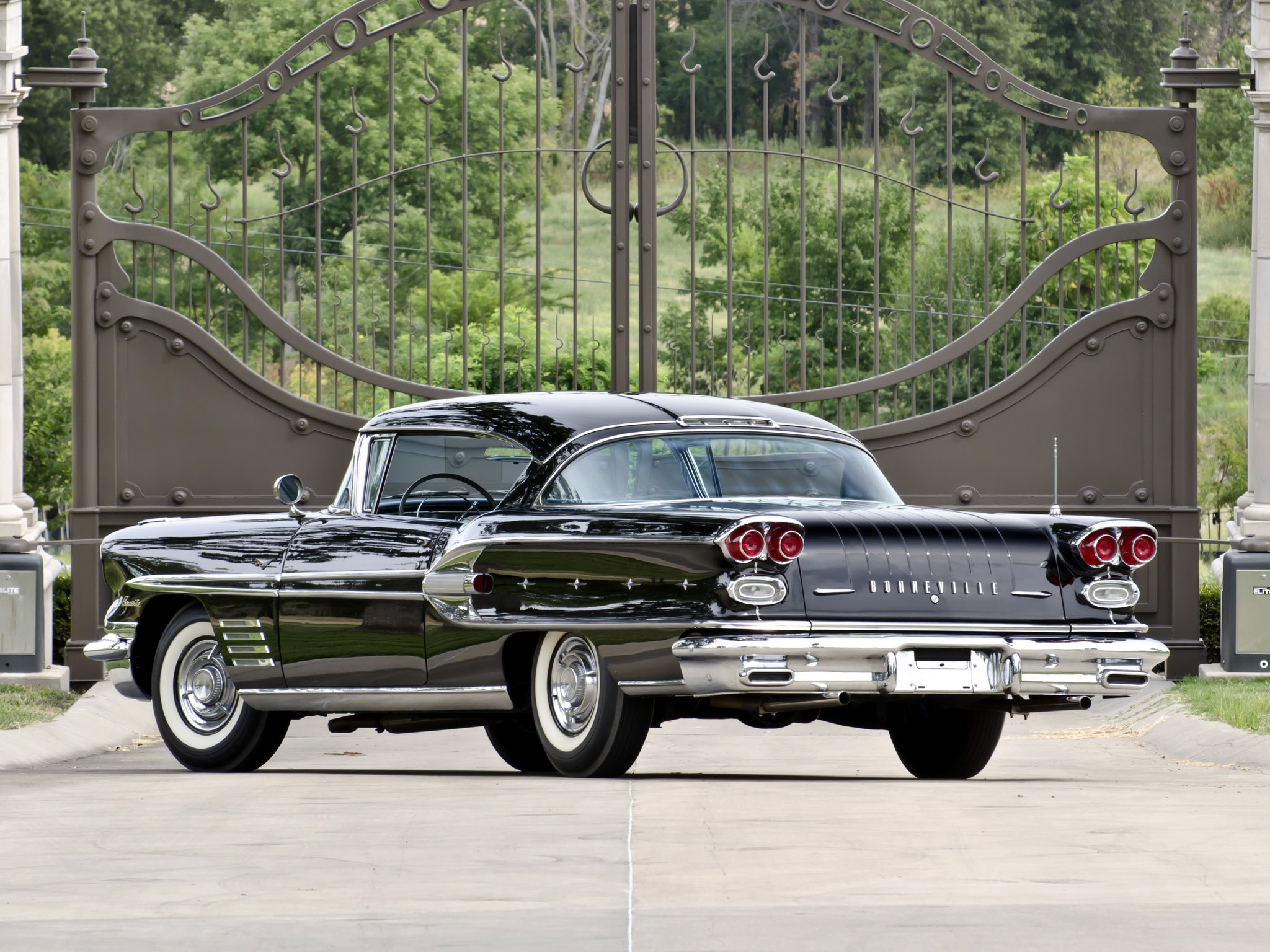2048x1536 > 1958 Pontiac Bonneville Wallpapers