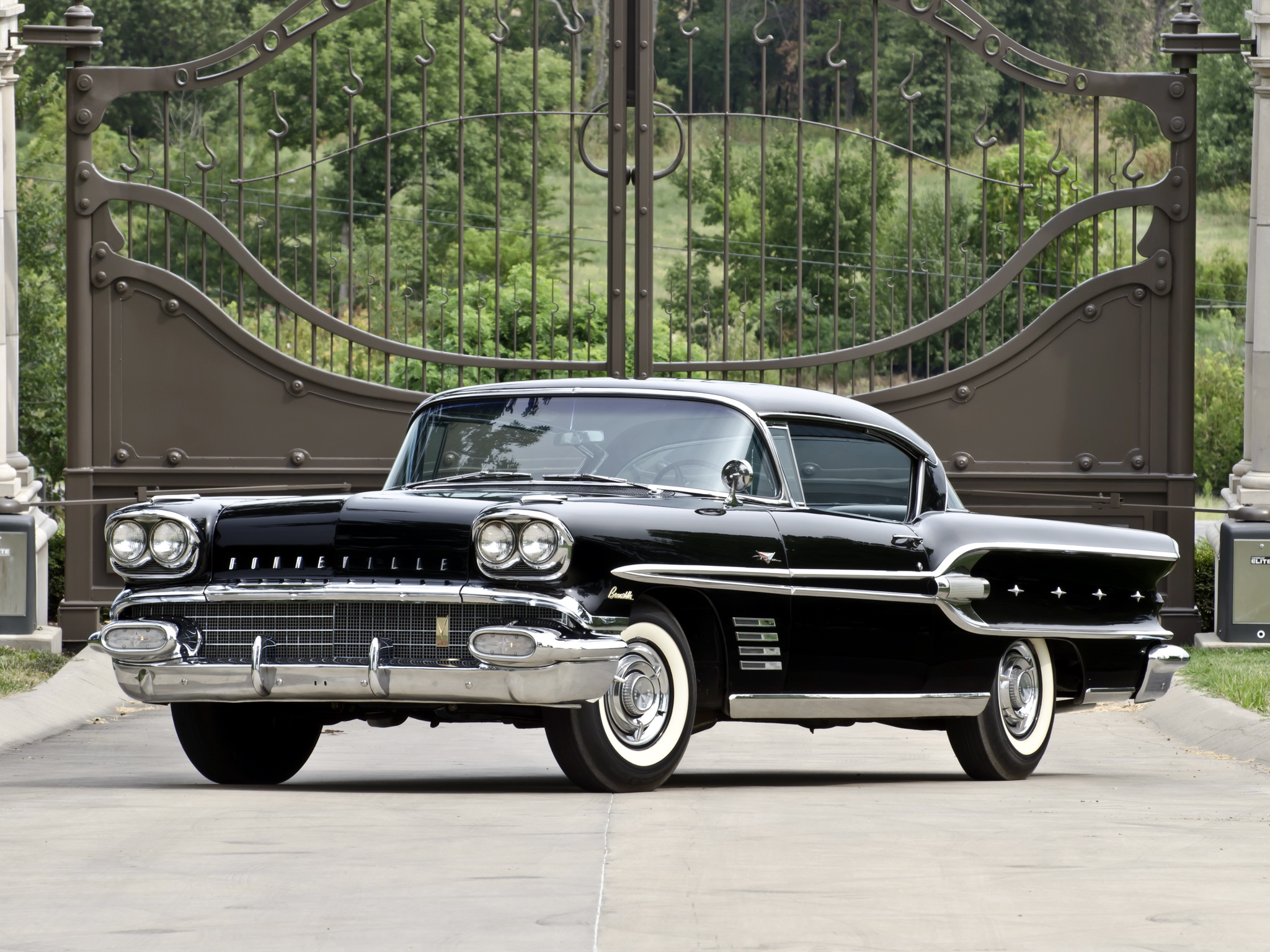 HD Quality Wallpaper | Collection: Vehicles, 2048x1536 1958 Pontiac Bonneville