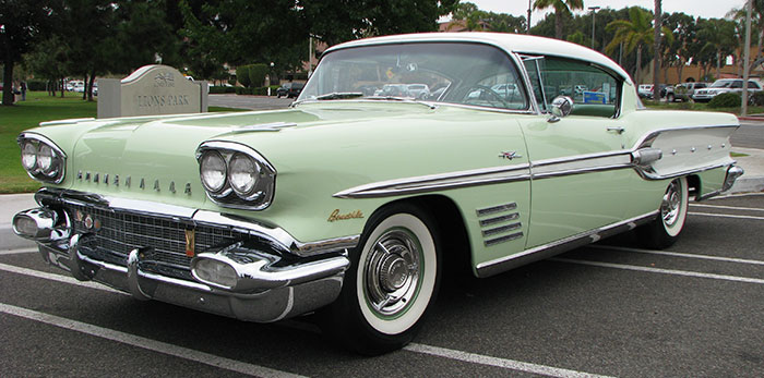 High Resolution Wallpaper | 1958 Pontiac Bonneville 700x347 px