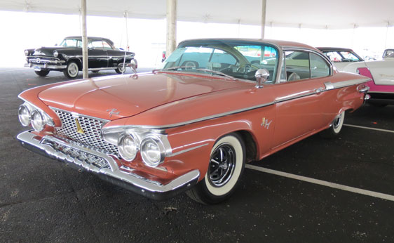 562x346 > 1961 Plymouth Fury Coupe Wallpapers