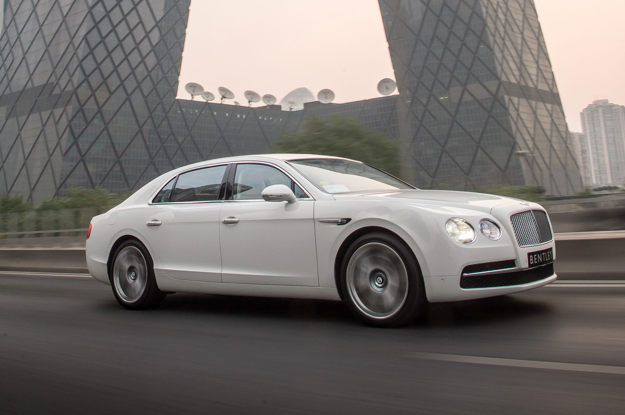 2048x1360 > 2014 Bentley Flying Spur Wallpapers