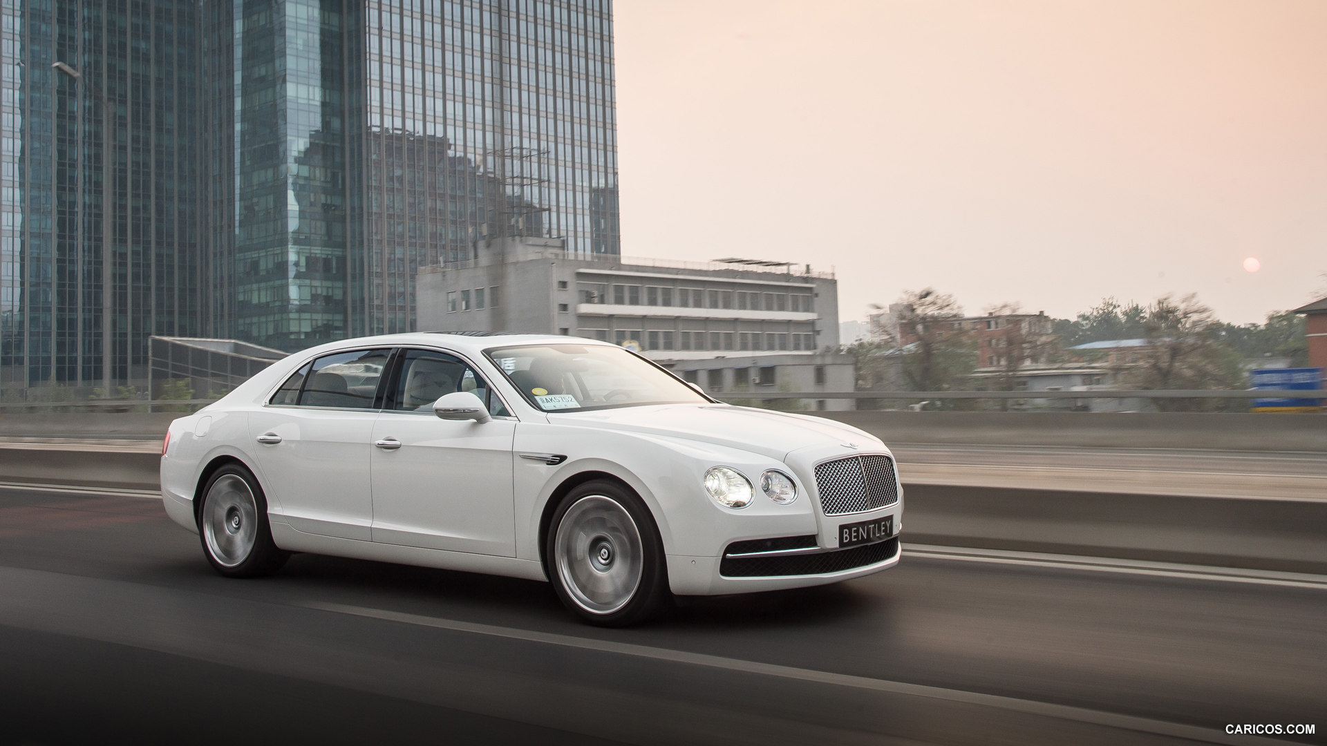1920x1080 > 2014 Bentley Flying Spur Wallpapers