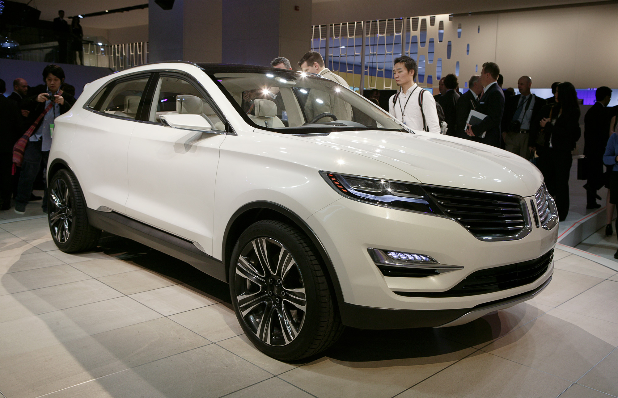 HQ 2014 Lincoln Mkc Concept Wallpapers | File 596.23Kb