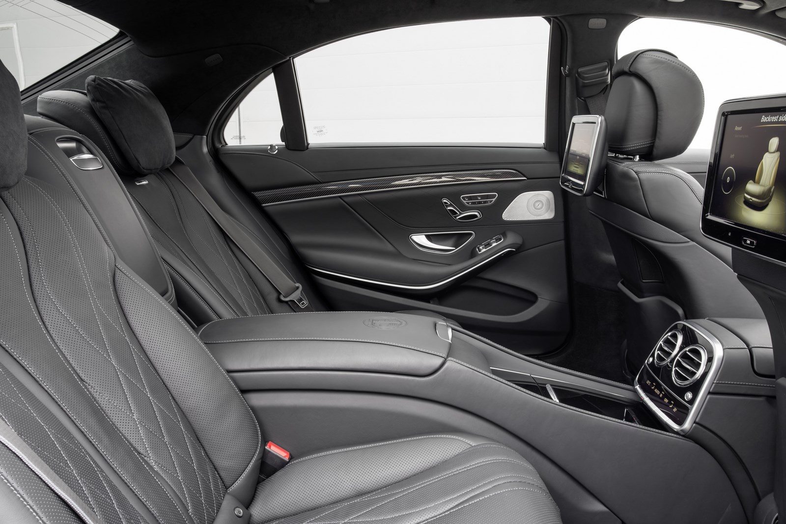 Images of 2014 Mercedes-Benz S65 AMG | 1600x1067