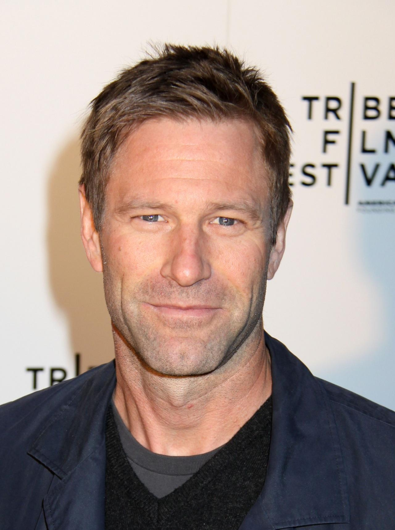 High Resolution Wallpaper | Aaron Eckhart 1280x1714 px