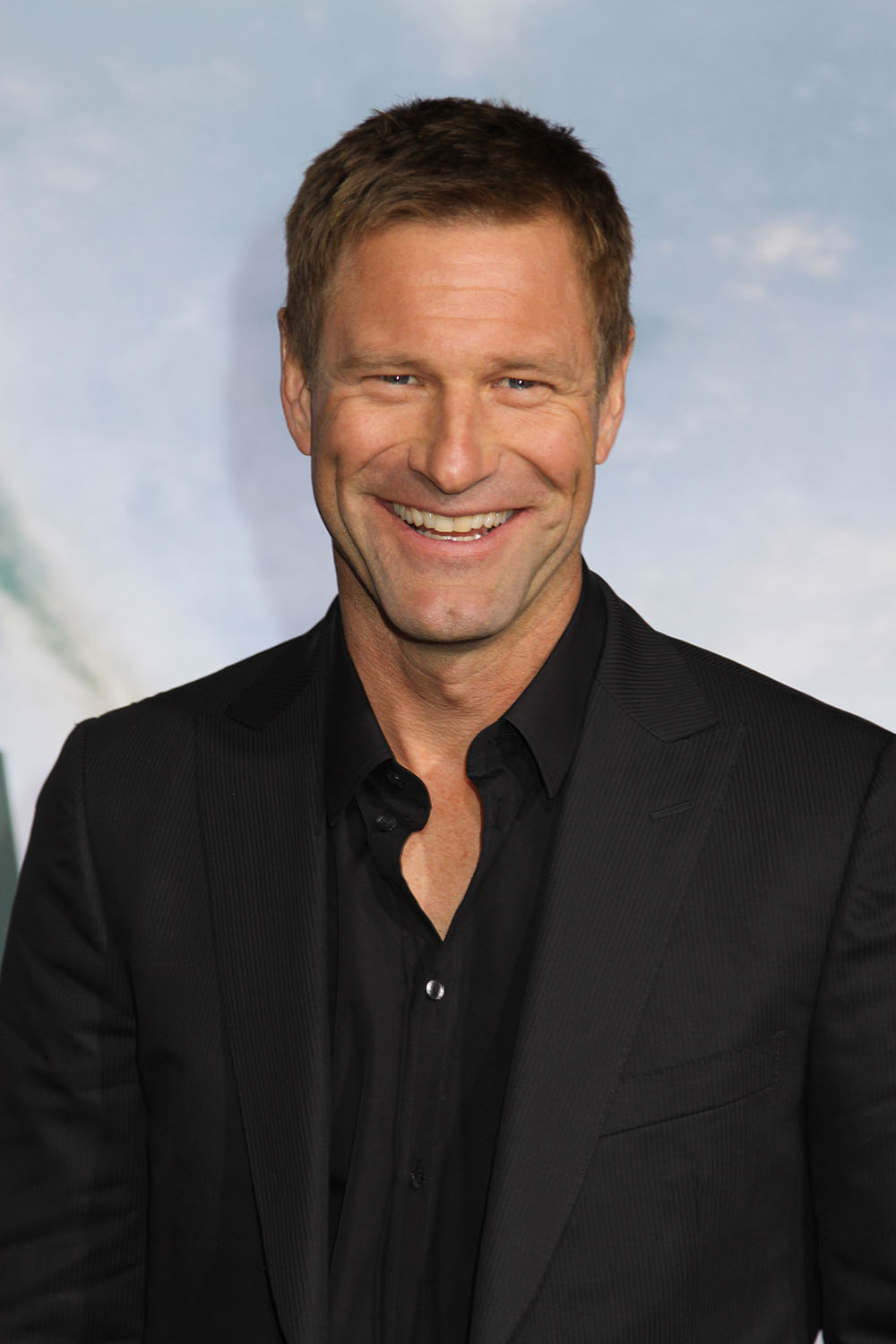 High Resolution Wallpaper | Aaron Eckhart 1000x1500 px
