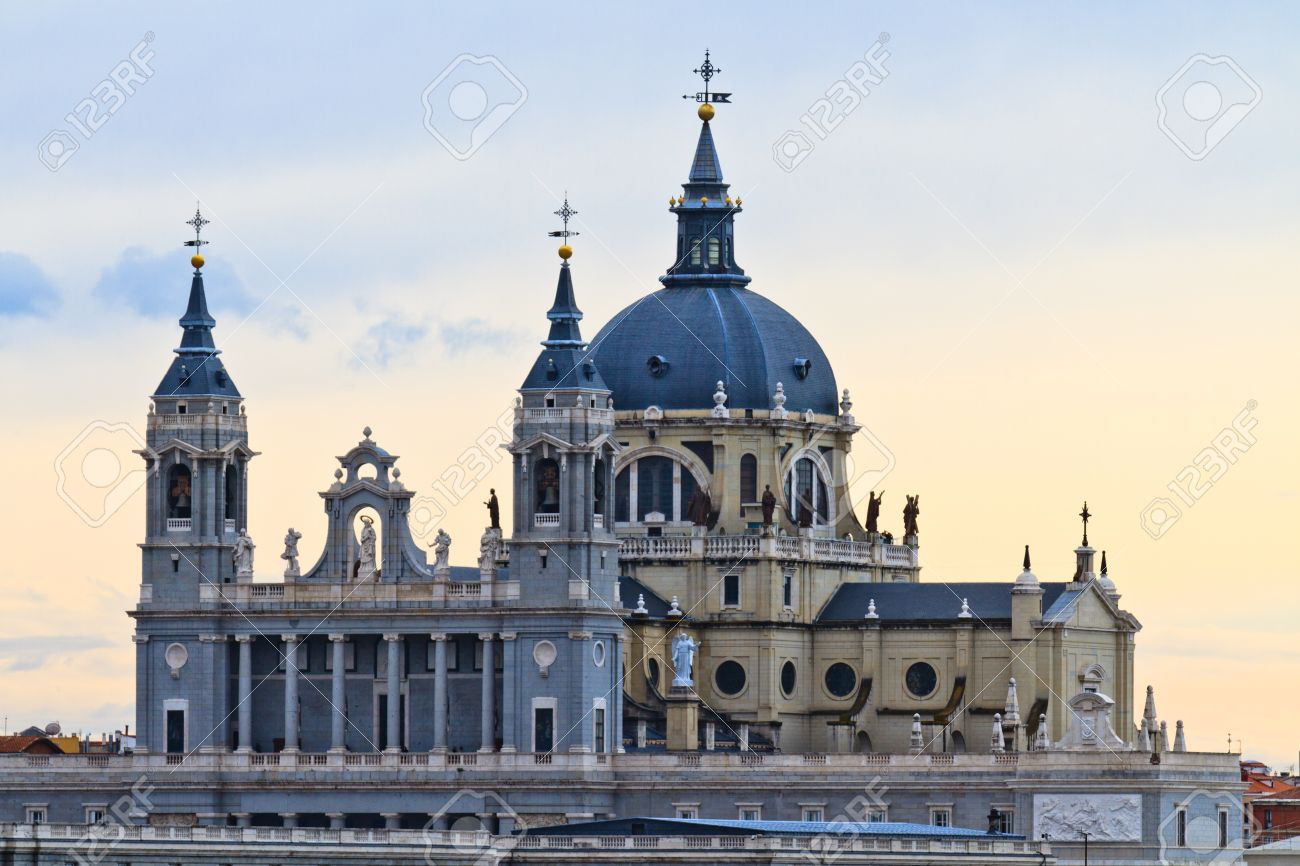 HQ Almudena Cathedral Wallpapers | File 139.07Kb