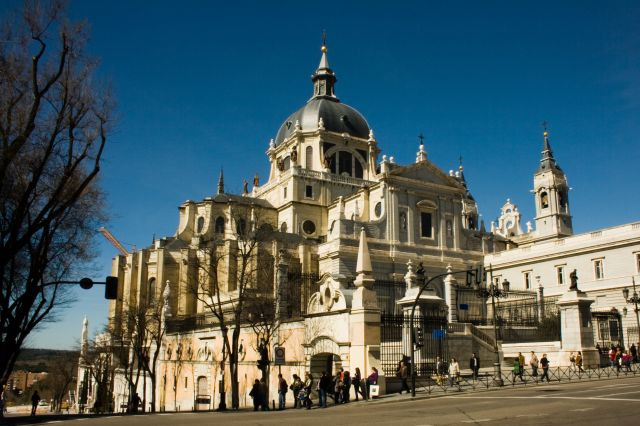 HQ Almudena Cathedral Wallpapers | File 59.93Kb