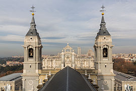 270x180 > Almudena Cathedral Wallpapers