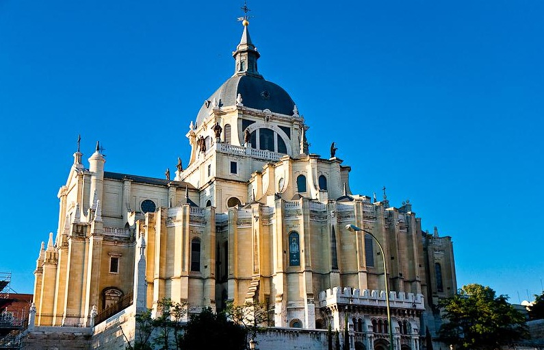 795x511 > Almudena Cathedral Wallpapers
