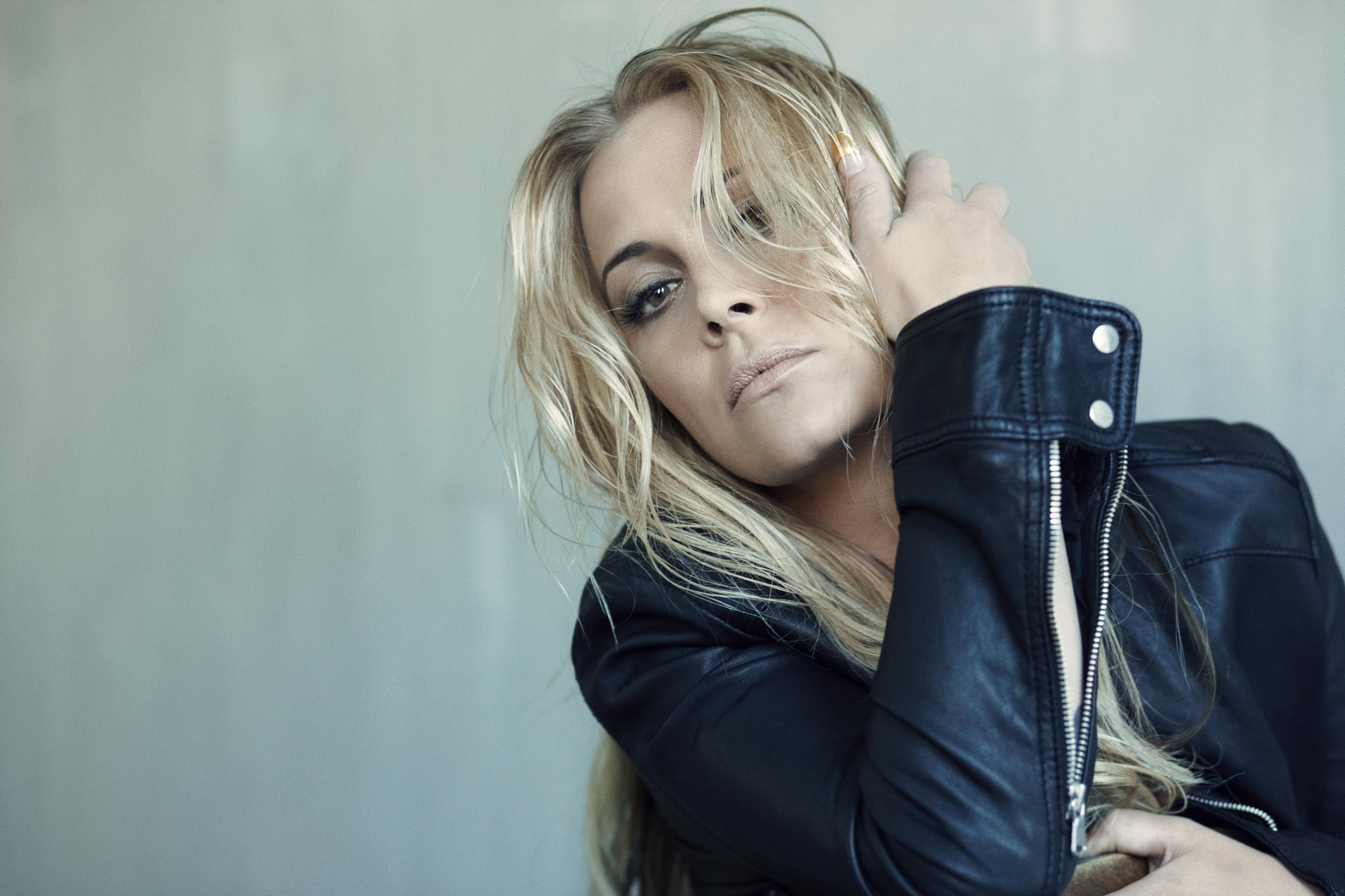 Anouk Pics, Music Collection