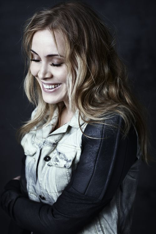500x749 > Anouk Wallpapers