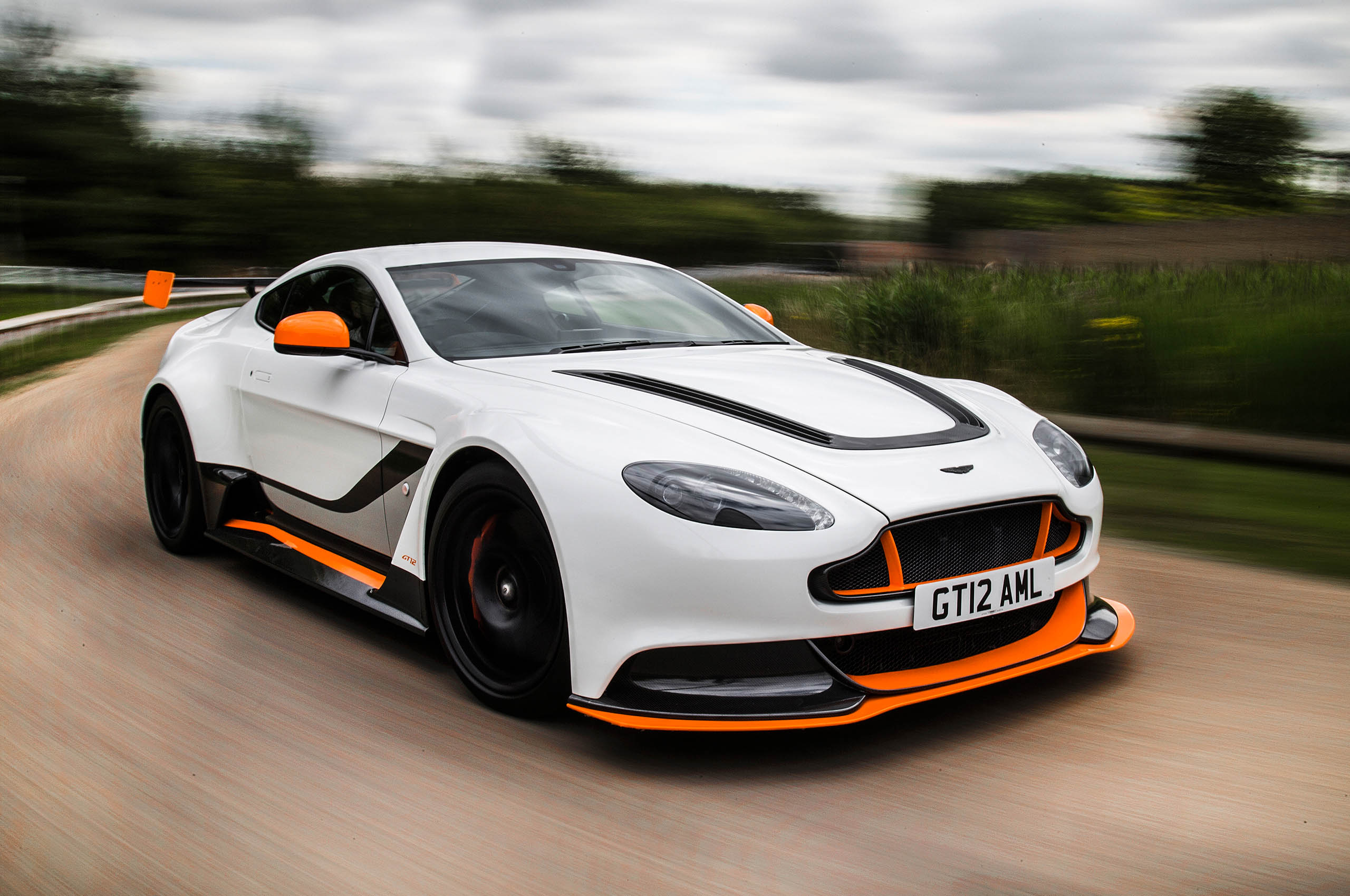 HQ Aston Martin Wallpapers | File 407.39Kb