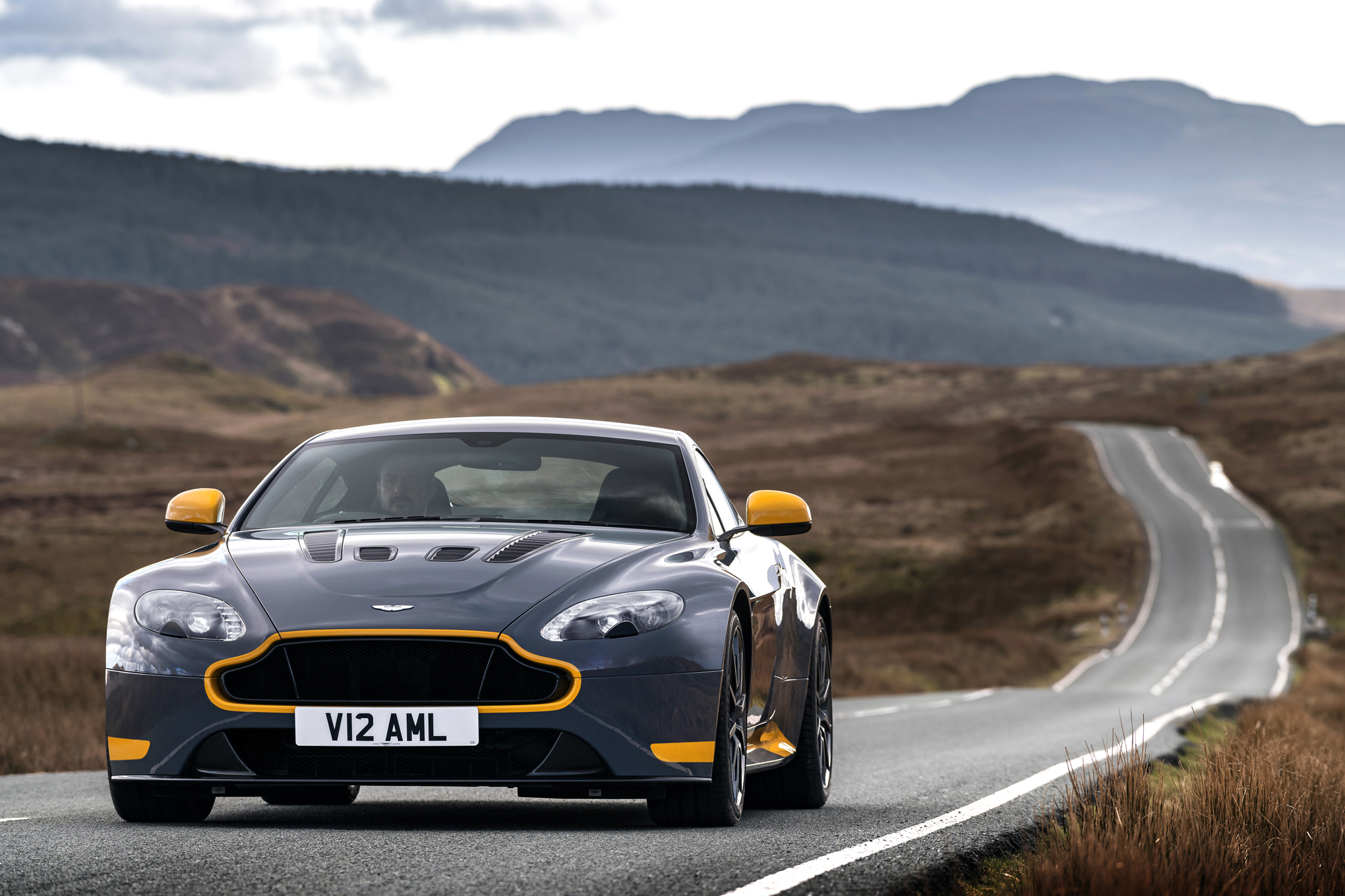 Amazing Aston Martin V12 Vantage Pictures & Backgrounds