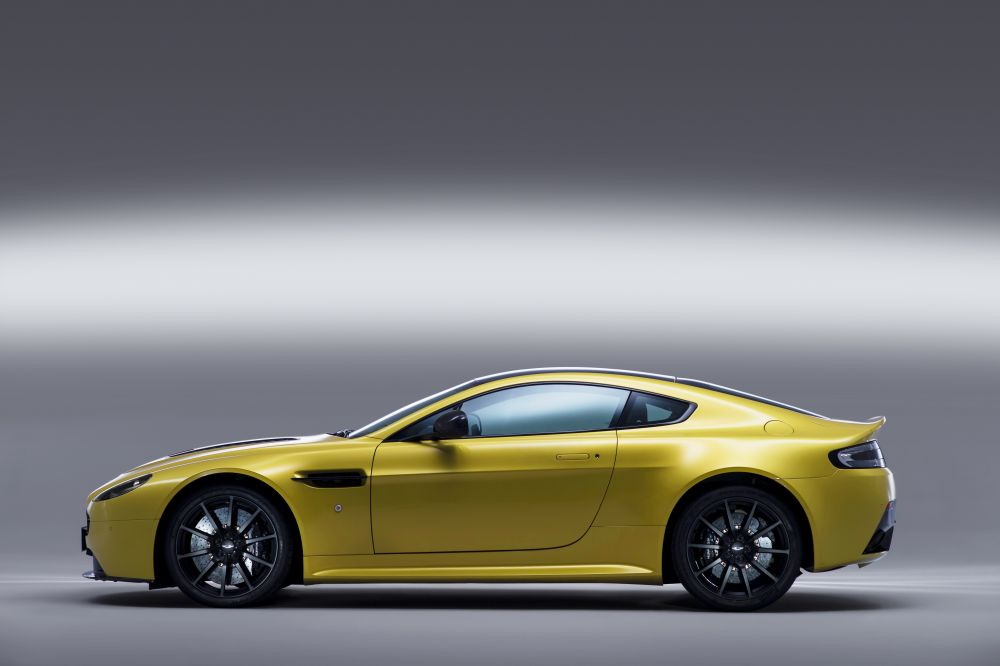 High Resolution Wallpaper | Aston Martin V12 Vantage 1000x666 px