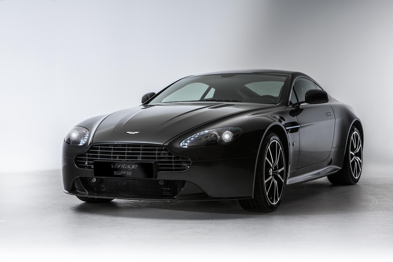 High Resolution Wallpaper | Aston Martin Vantage 5760x3840 px