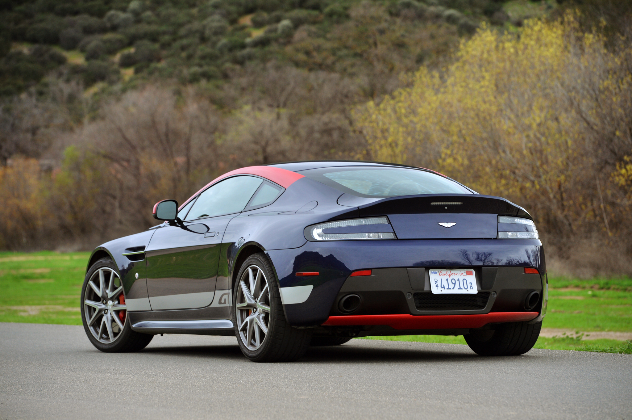 HD Quality Wallpaper | Collection: Vehicles, 2048x1360 Aston Martin V8 Vantage