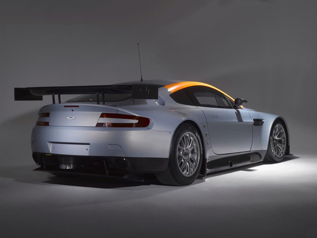 HQ Aston Martin Vantage GT2 Wallpapers | File 42.17Kb