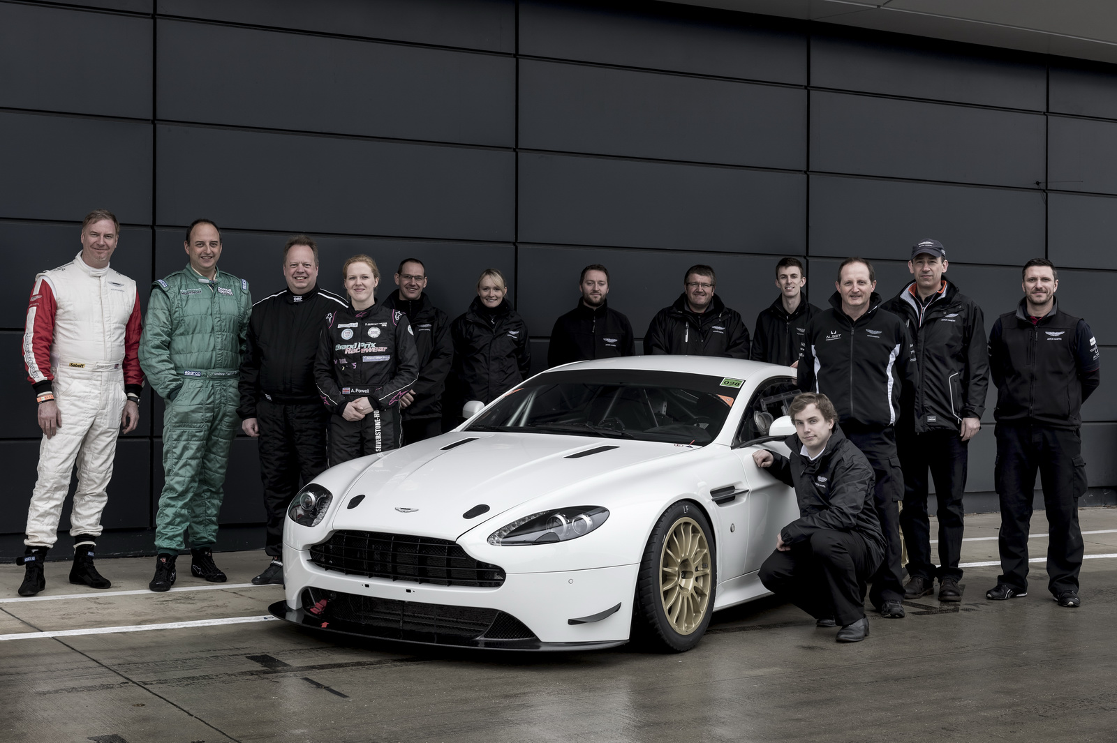 HQ Aston Martin Vantage GT4 Wallpapers | File 454.12Kb