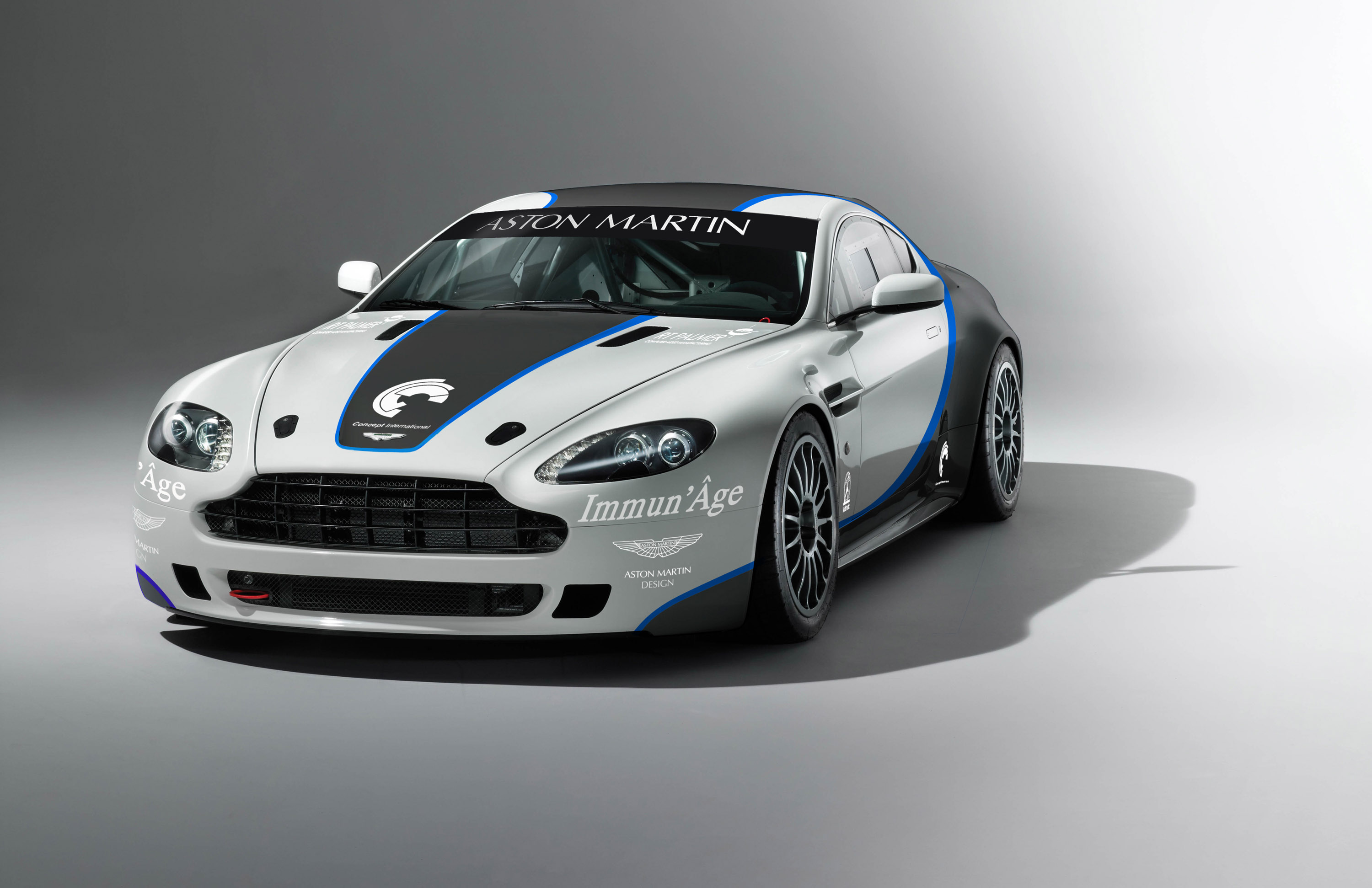 Amazing Aston Martin Vantage GT4 Pictures & Backgrounds
