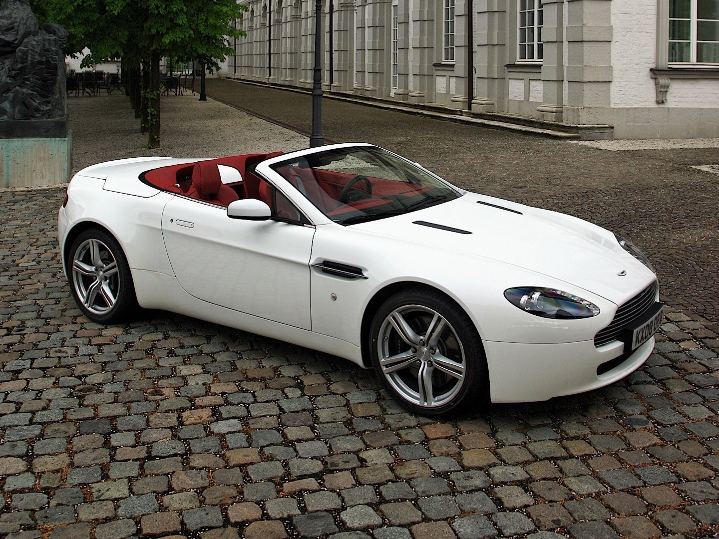 HD Quality Wallpaper   Collection: Vehicles, 1440x1080 Aston Martin Vantage Roadster