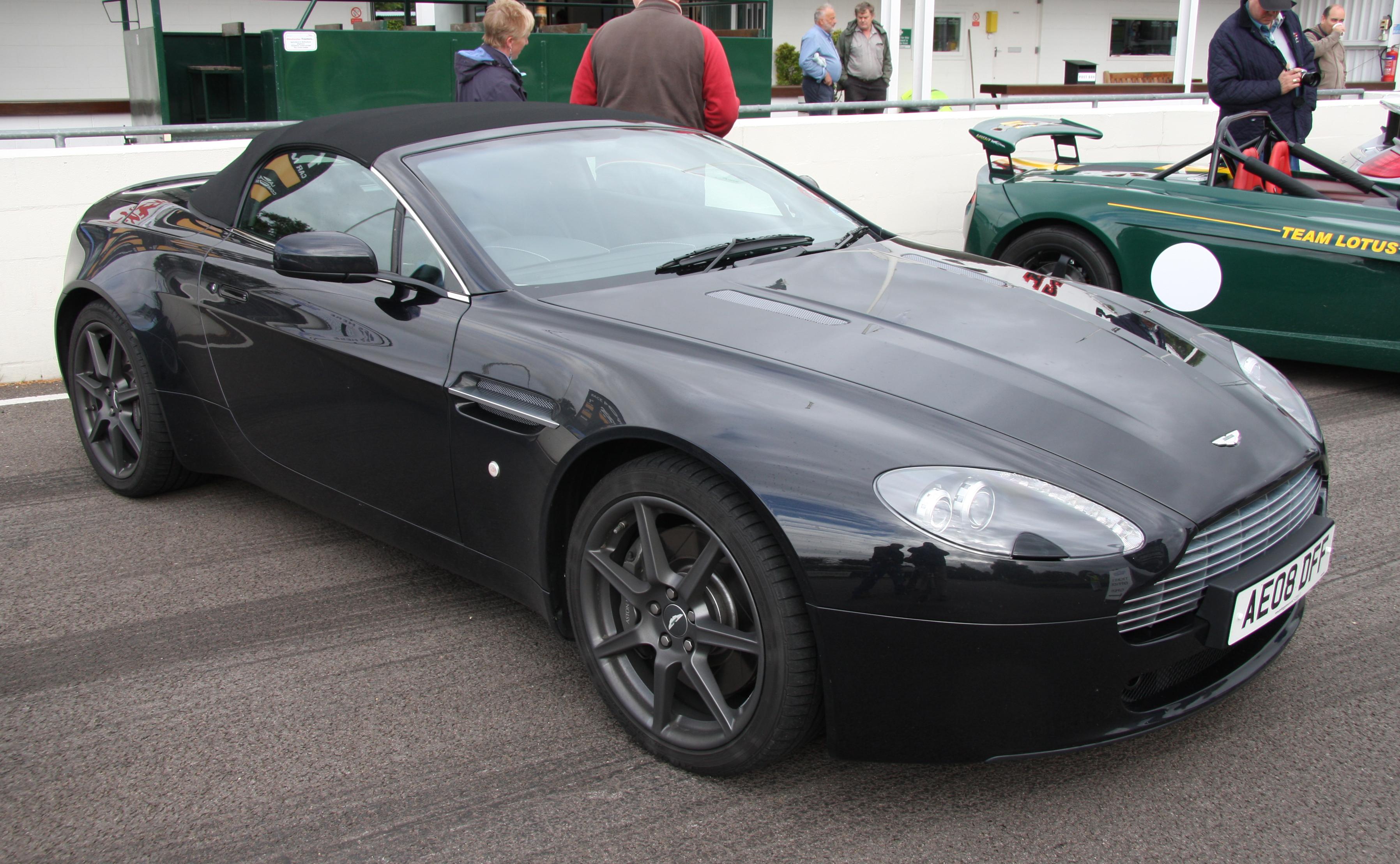 Images of Aston Martin Vantage Roadster   3592x2218