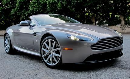 Nice Images Collection: Aston Martin Vantage Roadster Desktop Wallpapers
