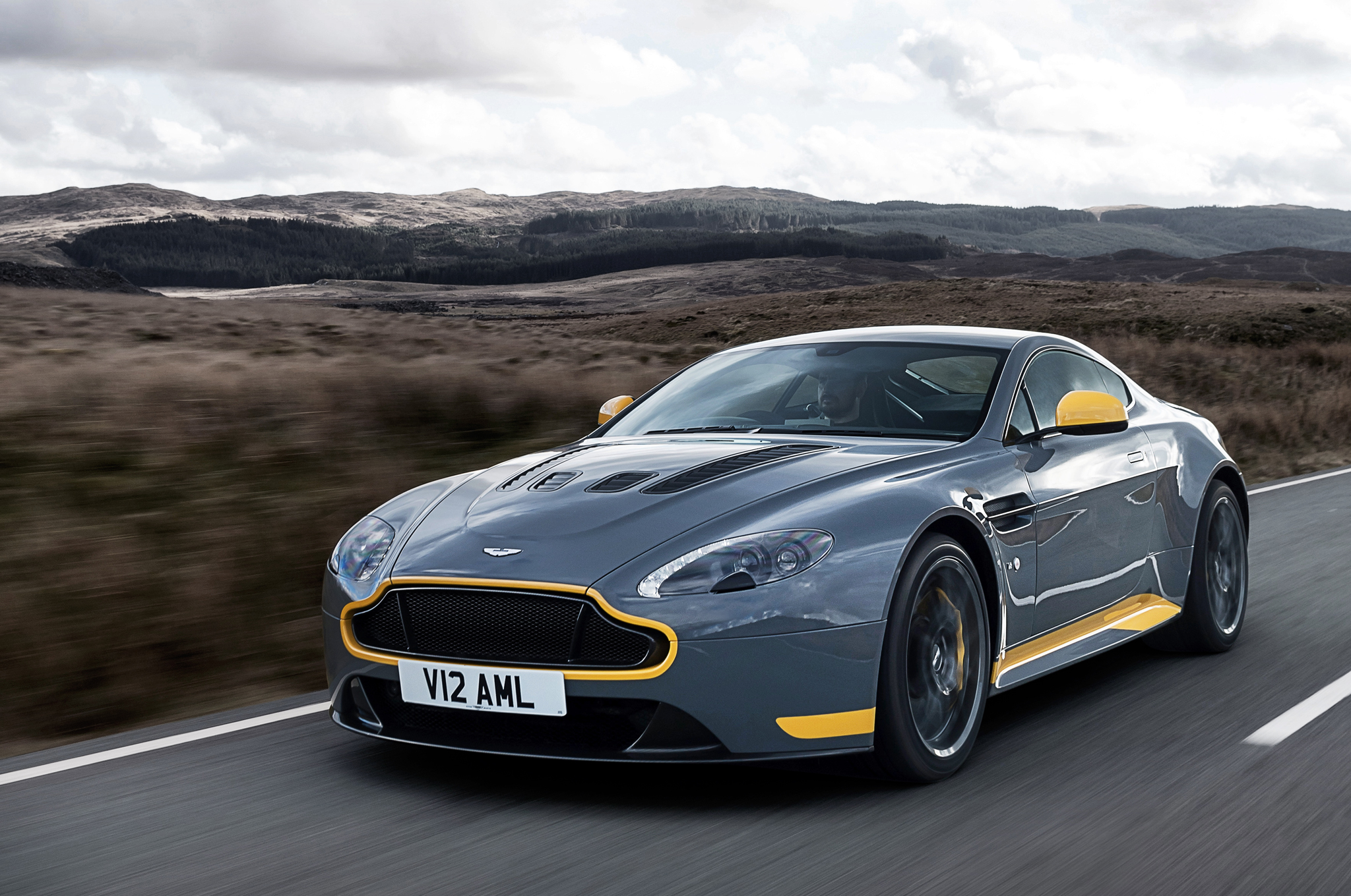 HD Quality Wallpaper   Collection: Vehicles, 2048x1360 Aston Martin Vantage S