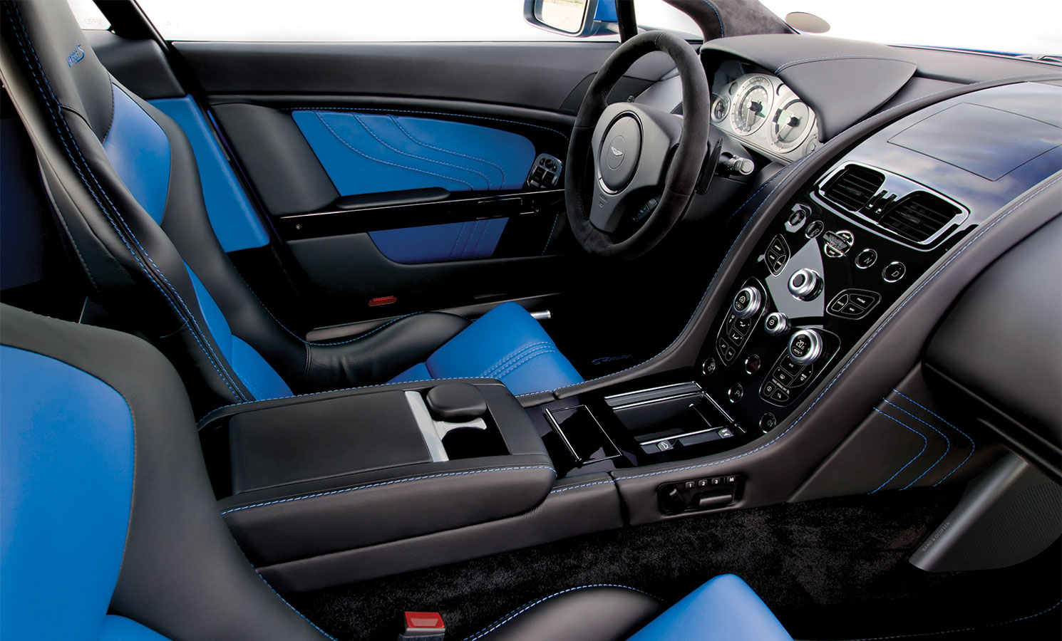 Aston Martin Vantage S High Quality Background on Wallpapers Vista