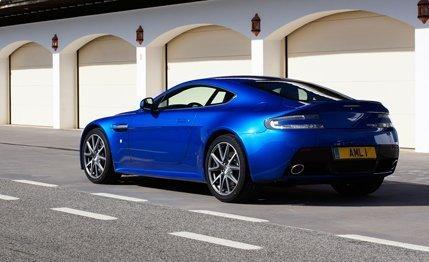 HQ Aston Martin Vantage S Wallpapers   File 25.54Kb