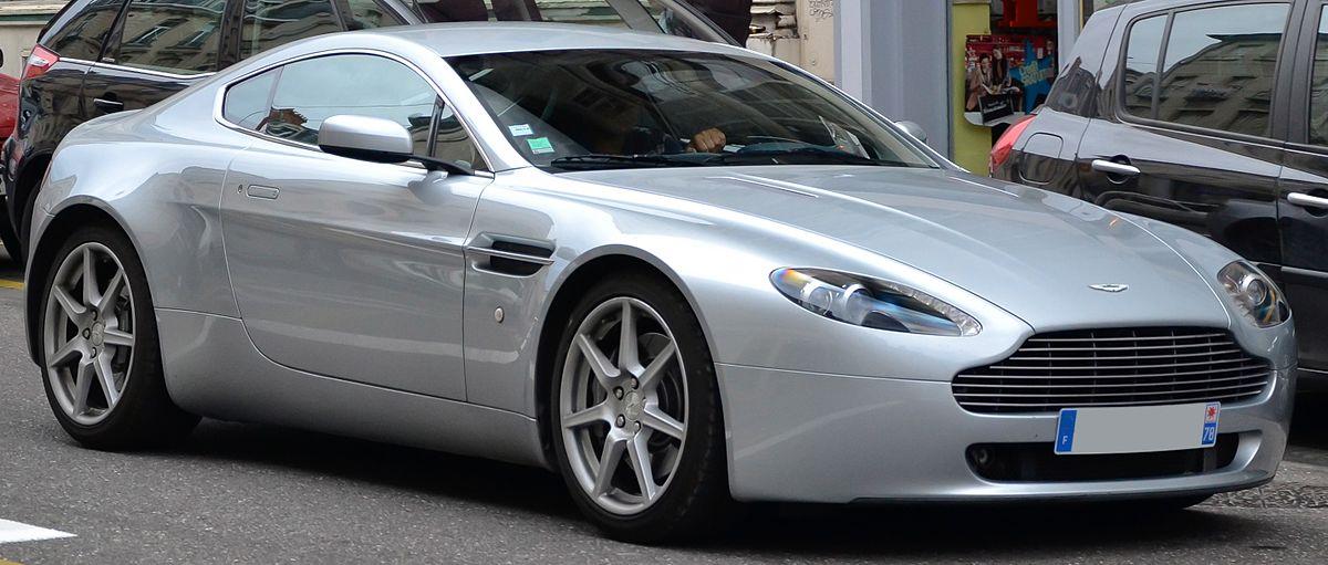 Nice Images Collection: Aston Martin Vantage Desktop Wallpapers