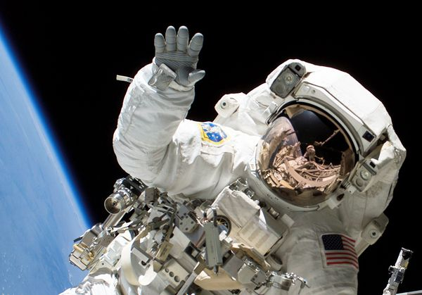 Astronaut Backgrounds on Wallpapers Vista