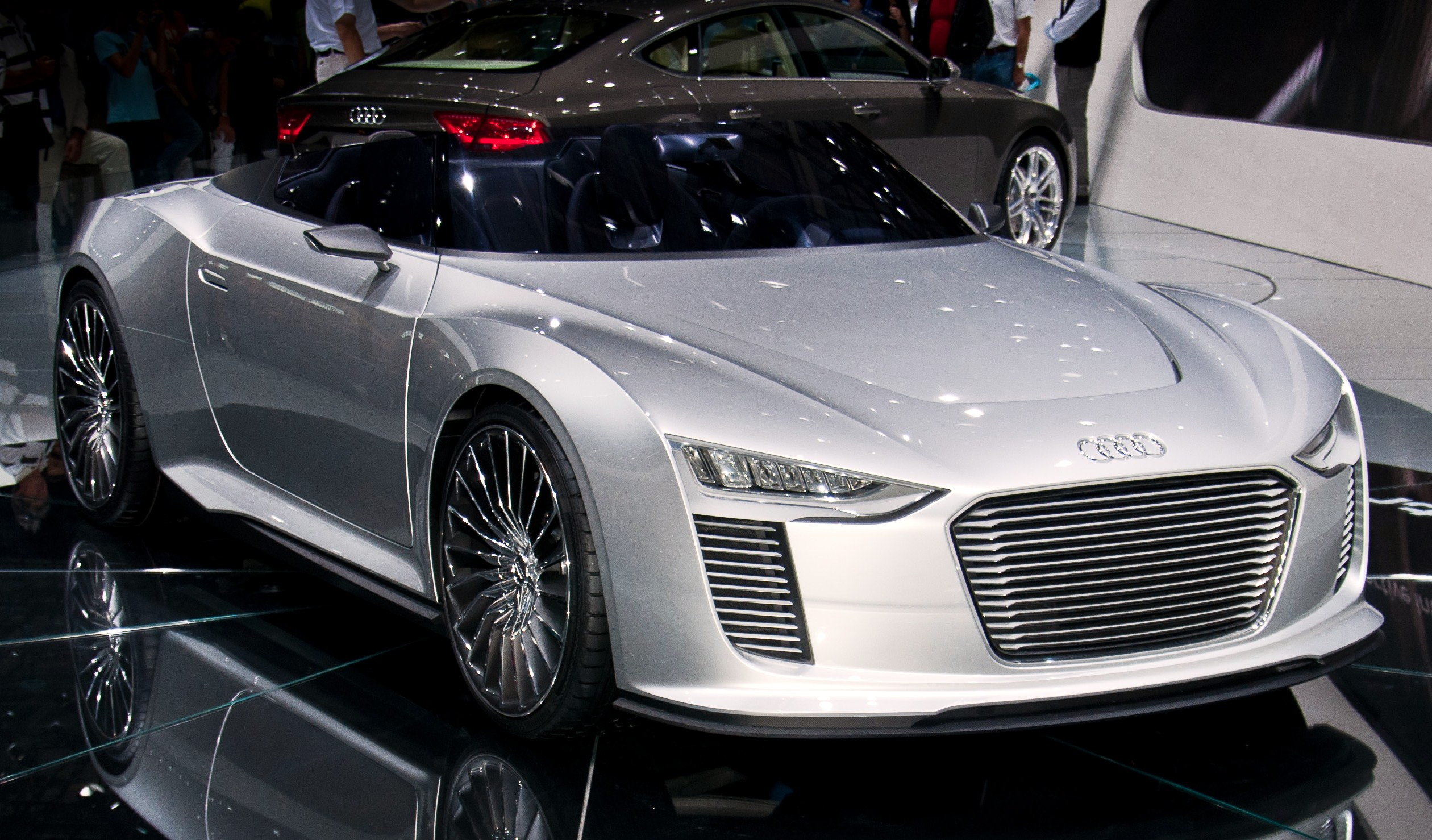 High Resolution Wallpaper | Audi E-Tron 2520x1478 px