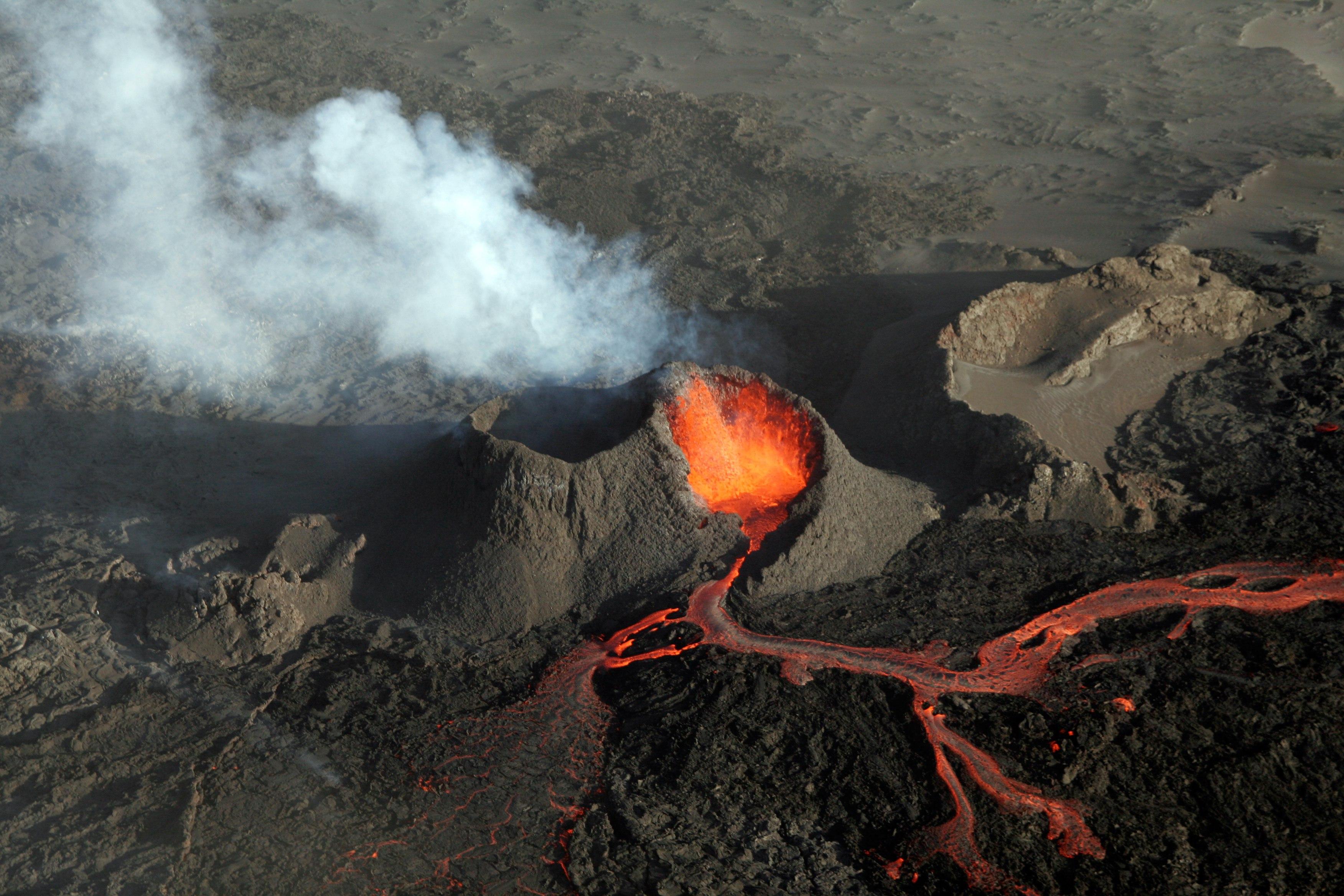 Фото рассыпавшегося вулкана