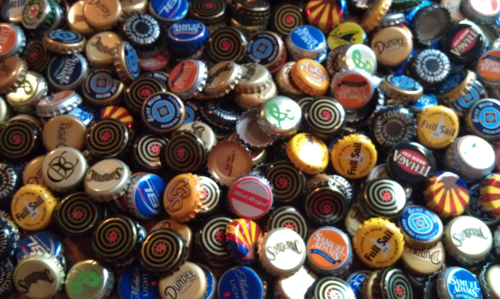 HD Quality Wallpaper | Collection: Misc, 1600x957 Beer Bottle Caps