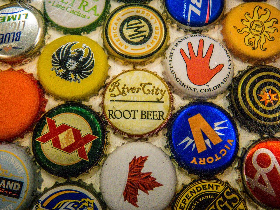 HD Quality Wallpaper | Collection: Misc, 960x720 Beer Bottle Caps