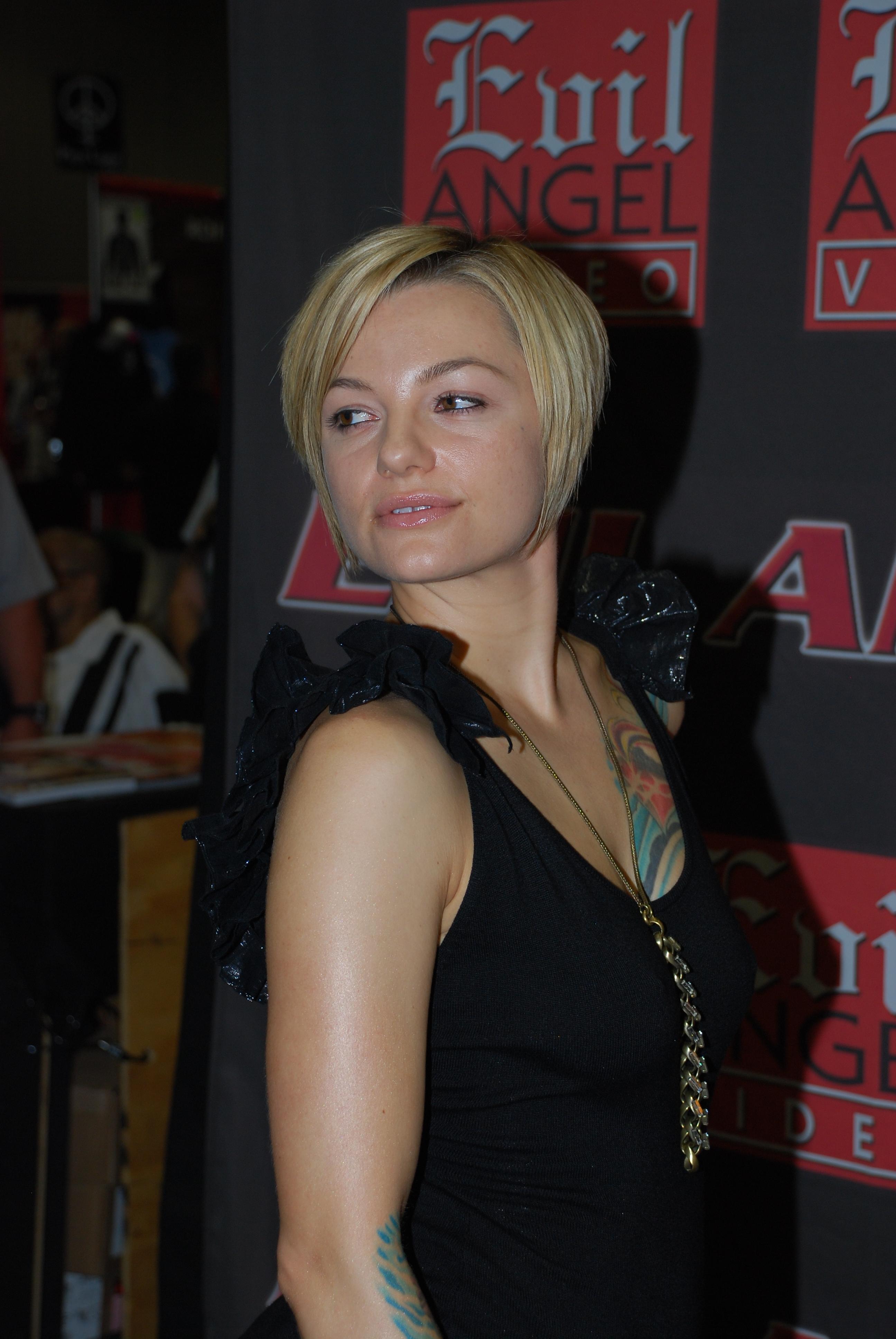 фото актрисы белладонна поижимаймя