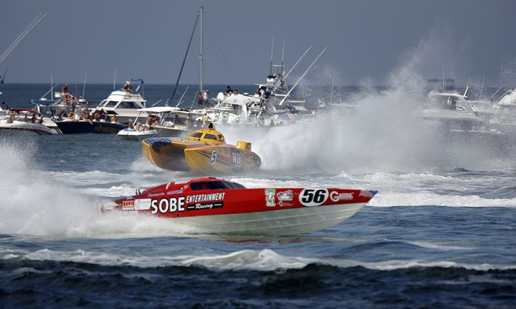 Amazing Boat Racing Pictures & Backgrounds