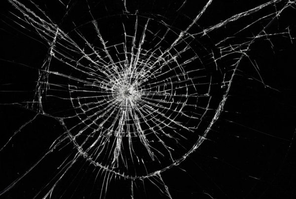 High Resolution Wallpaper | Broken Glass 600x405 px