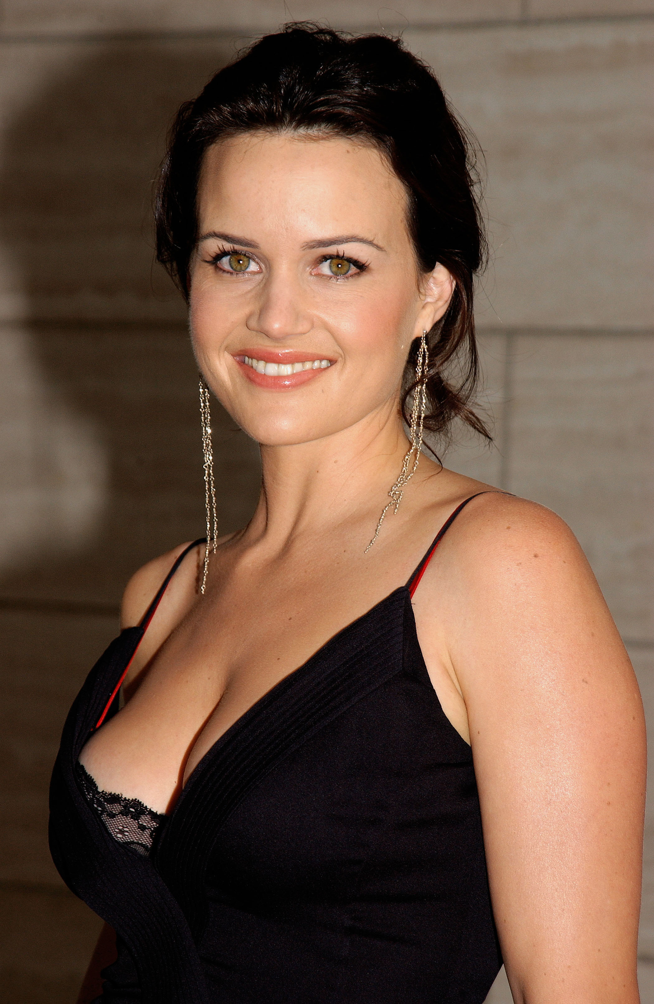 High Resolution Wallpaper | Carla Gugino 2100x3223 px