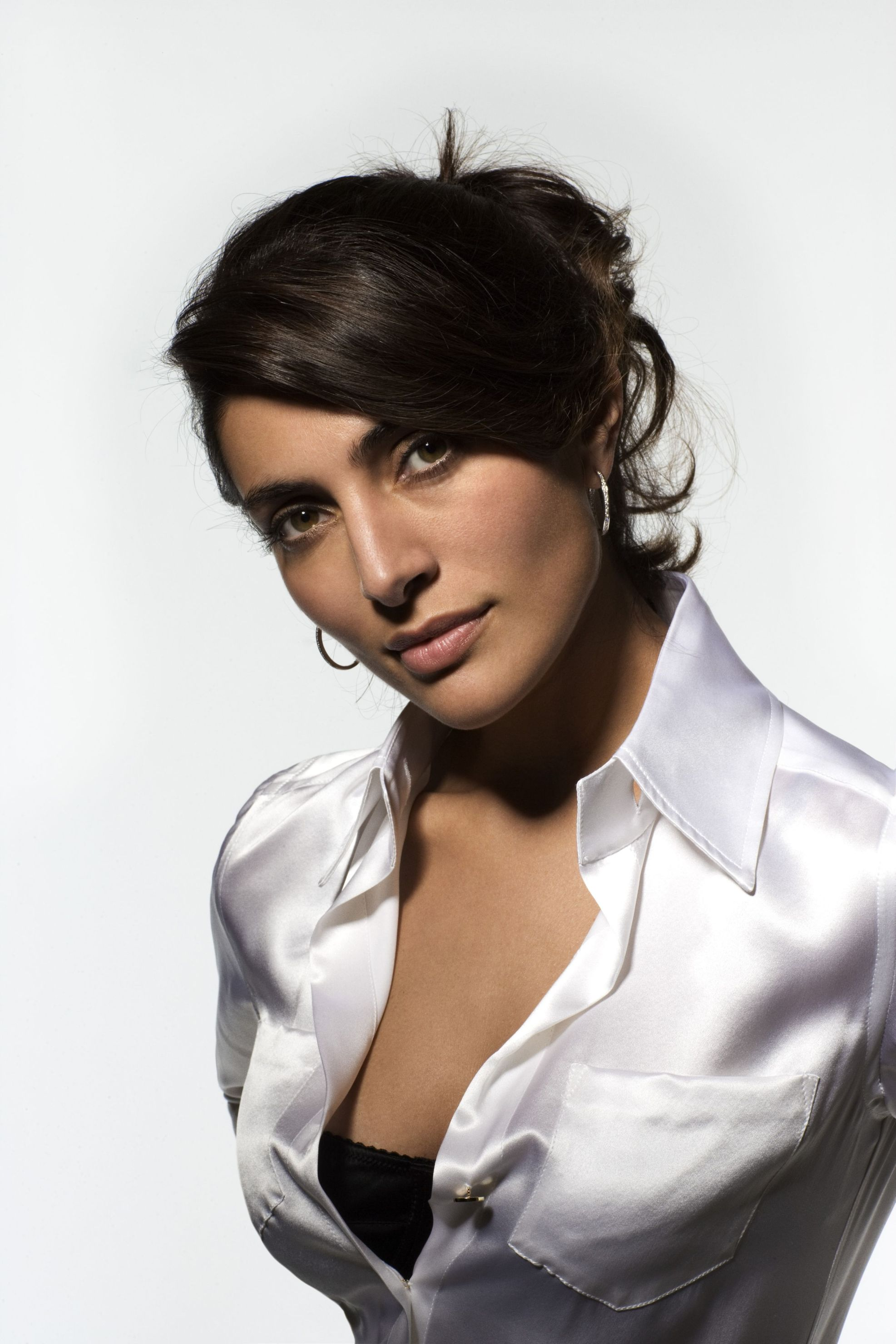 1973x2960 > Caterina Murino Wallpapers