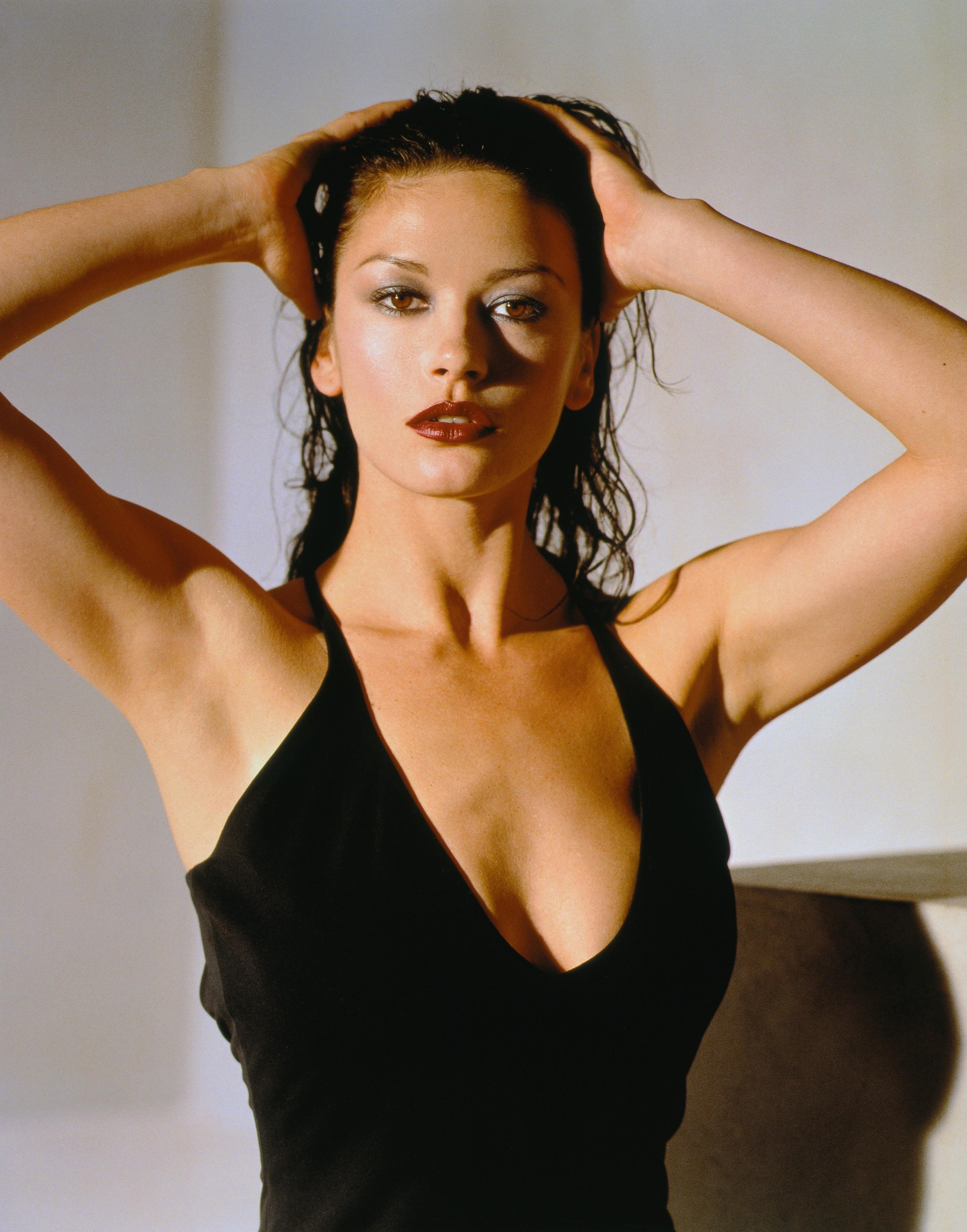 Catherine Zeta-Jones High Quality Background on Wallpapers Vista