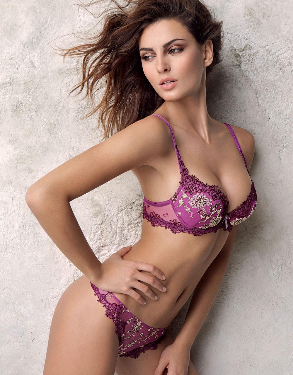 Romanian girl sucks XXX images