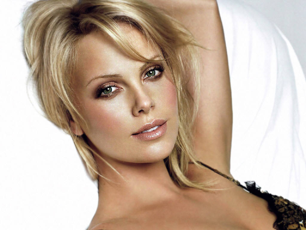 Nice Images Collection: Charlize Theron Desktop Wallpapers