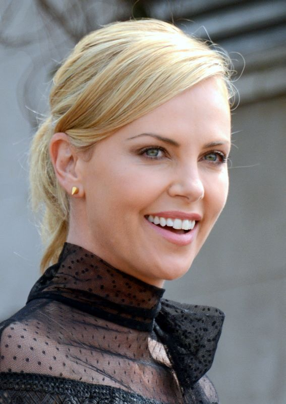 High Resolution Wallpaper | Charlize Theron 567x800 px